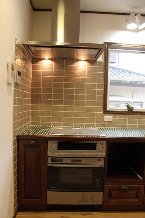 アンティークな家具に似合うキッチン_b0120583_16475562.jpg