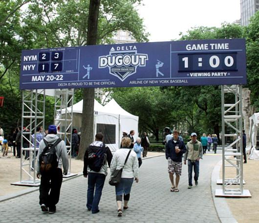 週末のマディソン・スクエア・パークでヤンキース対メッツの野球祭り_b0007805_4424494.jpg