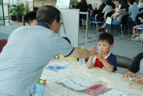 親子ペーパーグライダー教室を開催しました。_e0235911_14294332.jpg