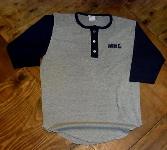 5/28(土)入荷!ゴツNIKETシャツ&染込みNIKE Tシャツ!_c0144020_17485612.jpg