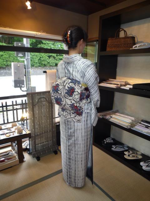 お客様の装い・ロウケツ染の羽織から作られた帯。_f0181251_17481893.jpg