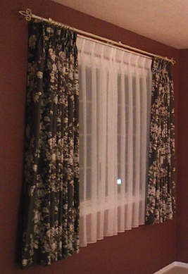 花柄のエレガントな 遮光1級ドレープカーテン『サンゲツ』_c0157866_2013977.jpg