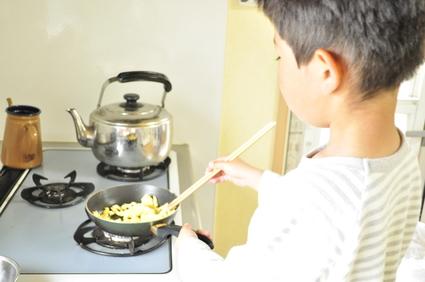 主人の弁当を作る息子。。。_b0171098_924143.jpg
