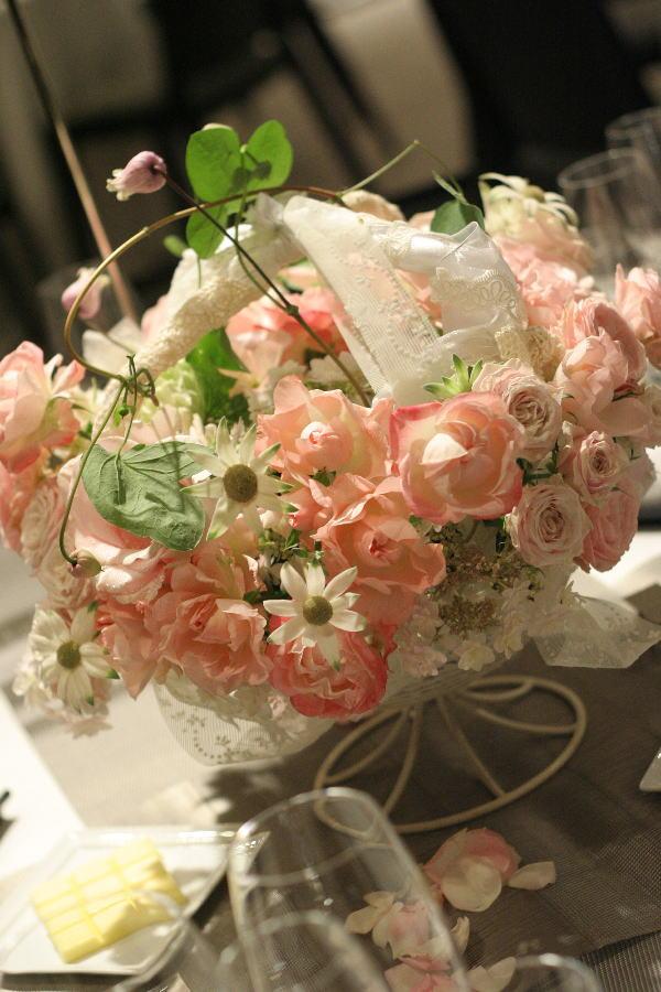 バラとマカロン レースとピンク ホテルフォーシーズンズホテル丸の内様へ_a0042928_2361050.jpg