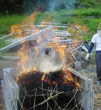 釉薬用の麦を焼く_b0135432_0245640.jpg
