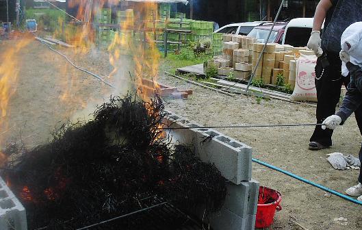 釉薬用の麦を焼く_b0135432_0545166.jpg