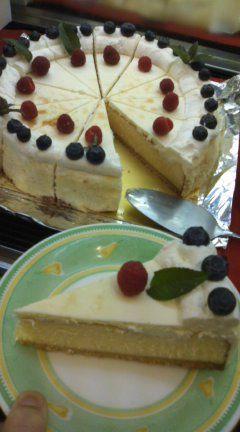 【コンの写メ日記♪】本日のスペシャルケーキはW(ダブル)ベイクドチーズケーキ! #cake_c0069047_154326.jpg