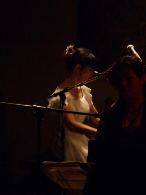 同級生のピアノライブ・雨のファッションカンタータへ_f0181251_153856100.jpg
