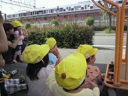 くま組 電車を見ました。_c0151262_160393.jpg