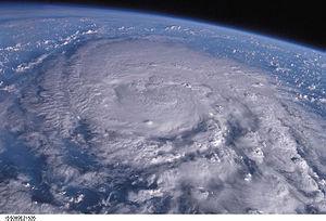 台風がきています。_c0180209_2130052.jpg