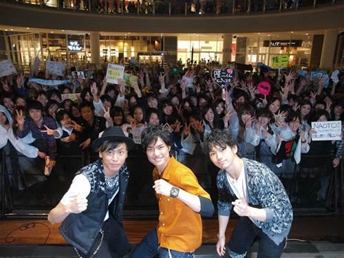 三代目 J Soul Brothers当日緊急告知にも係わらず1,000人ものファンが集結!_e0197970_2273363.jpg