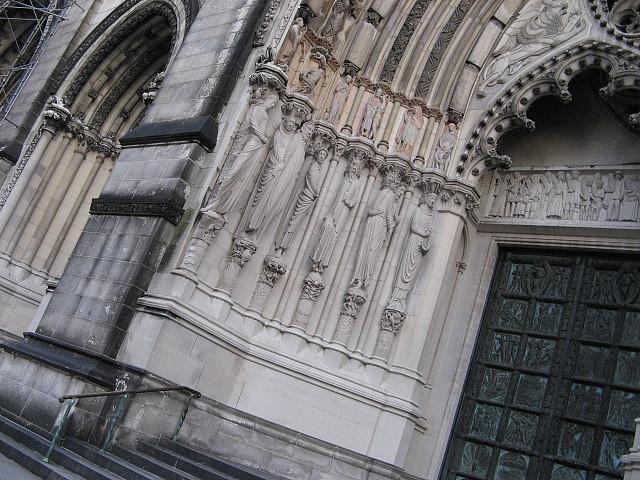 セントジョン大聖堂の予言の柱石? By VC_c0139575_2475963.jpg