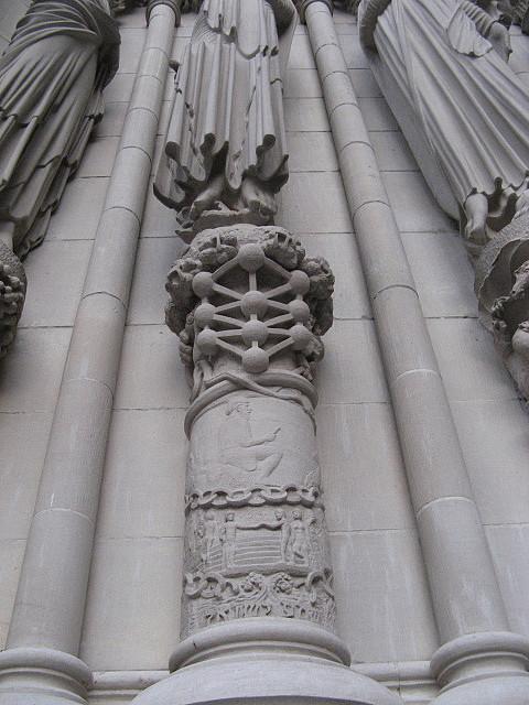 セントジョン大聖堂の予言の柱石? By VC_c0139575_2523513.jpg