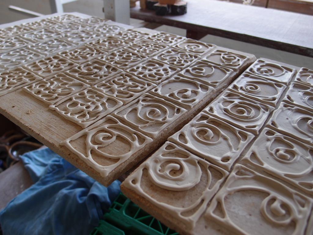 窓を装う、ドイツの陶芸アート_a0116902_21251254.jpg