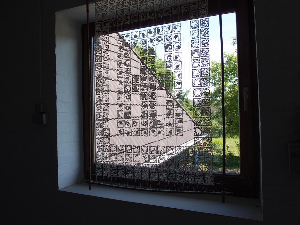 窓を装う、ドイツの陶芸アート_a0116902_21252533.jpg
