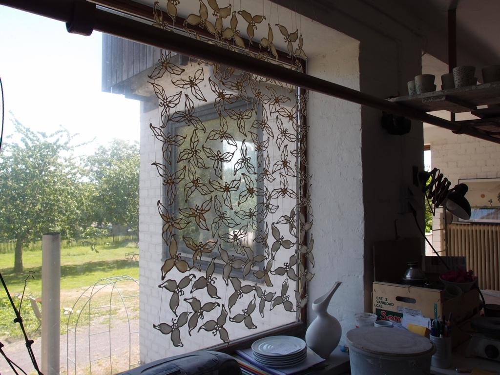 窓を装う、ドイツの陶芸アート_a0116902_2125386.jpg
