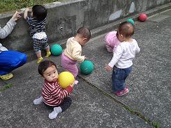 ひよこぐみ ボールで遊びました!_c0151262_18161234.jpg