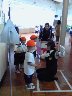 白鳥幼稚園_b0108363_1185722.jpg
