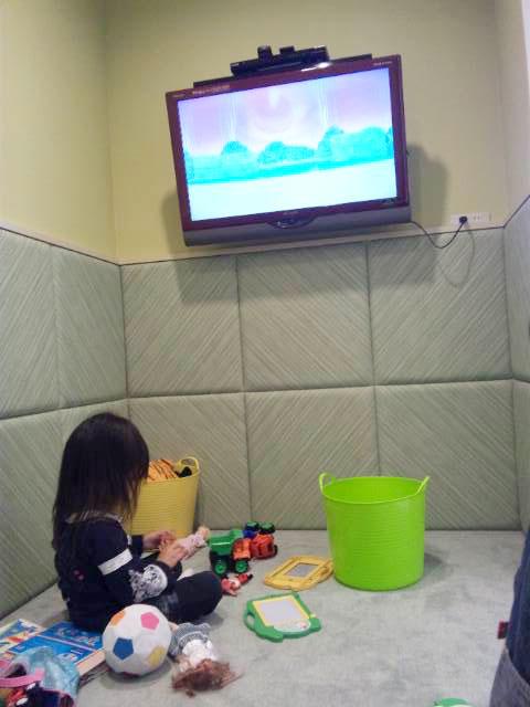 【ラペあやめ池店】チャイルドルームでお子様が楽しそうに遊んでいました。_c0080367_1128255.jpg