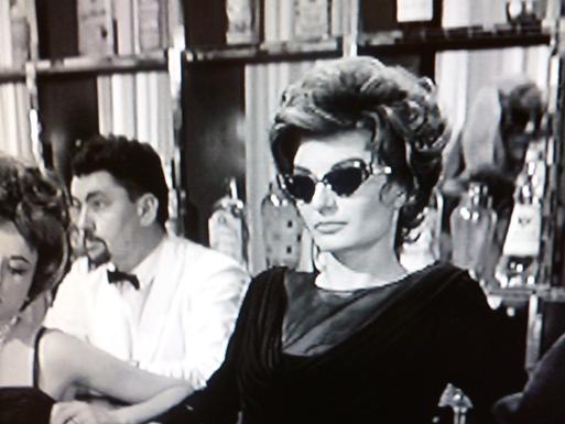LA  DOLCE VITA  (甘い生活)・・・60年代セレブのlittle  black dress_b0210699_2356158.jpg
