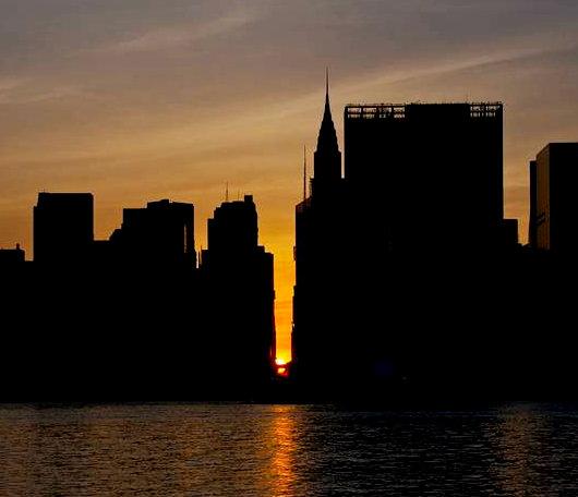 ニューヨークで夕日が特別に美しく見える日、マンハッタンヘンジ(Manhattanhenge)とは?_b0007805_1013834.jpg