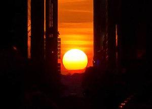ニューヨークで夕日が特別に美しく見える日、マンハッタンヘンジ(Manhattanhenge)とは?_b0007805_109413.jpg