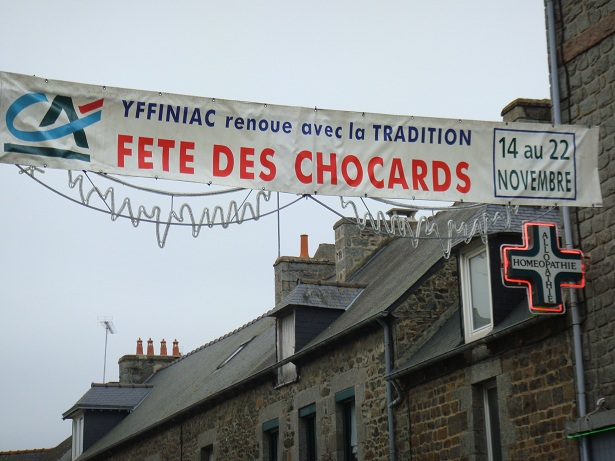 Chocarts d'Yffiniac ;ショカーと言う名前のアップルパイを食べに…_b0189215_14493719.jpg