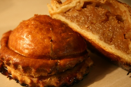 Chocarts d'Yffiniac ;ショカーと言う名前のアップルパイを食べに…_b0189215_15222123.jpg