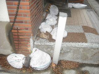 震災被害の緊急処置_f0031037_2054074.jpg