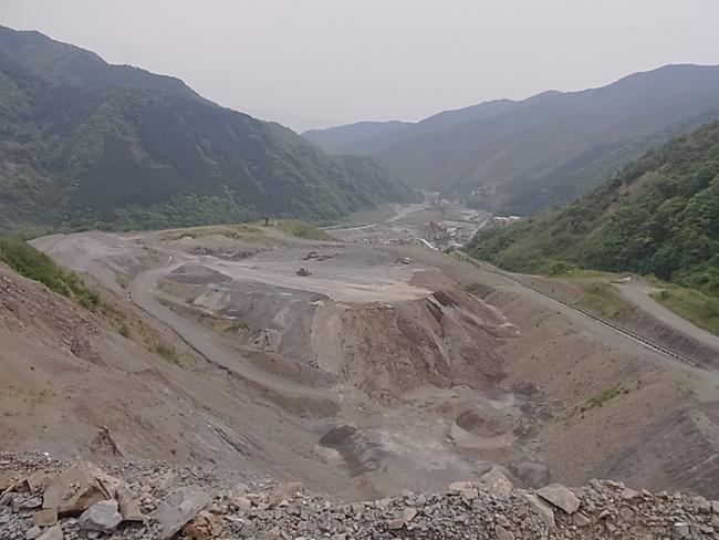 E砕石さんの砕石現場を見せて頂きました_b0186200_1748626.jpg