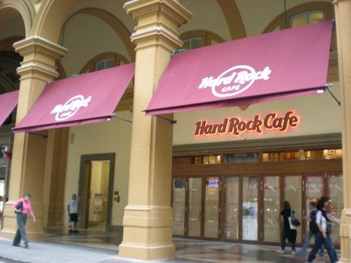 Hard Rock Cafe フィレンツェに登場!!_c0179785_4431540.jpg