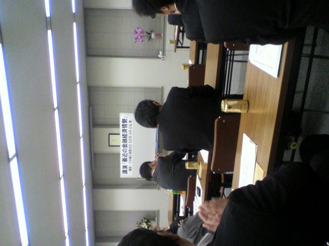 最近の金融経済情勢と題して日銀函館支店長さま講演_b0106766_2358251.jpg
