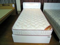 またまたベッドのご紹介です_d0156886_1530407.jpg
