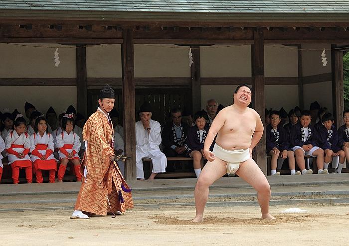 大三島大山祇神社 一人相撲_a0140608_840063.jpg