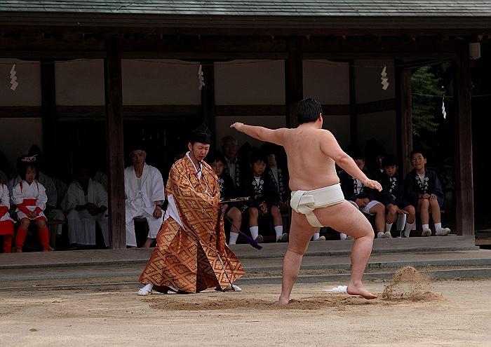 大三島大山祇神社 一人相撲_a0140608_8403947.jpg