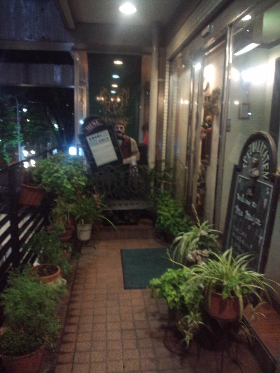 近くの洋食屋さん_c0151965_2181371.jpg