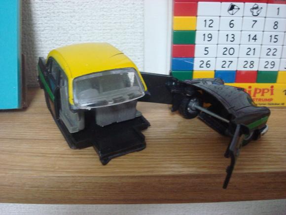 インド・タクシー無残: Ambassador  crashed!_a0186568_765810.jpg
