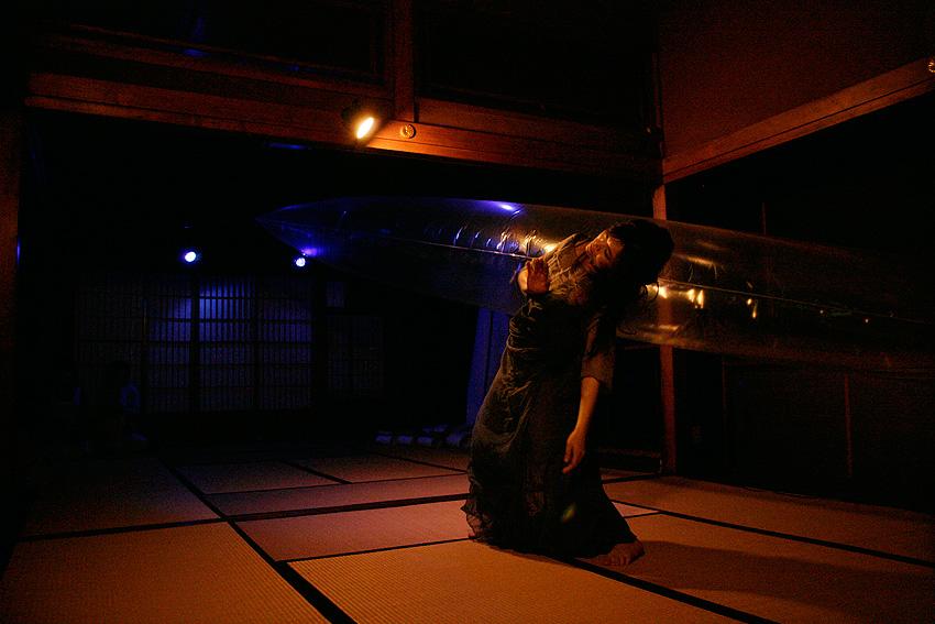 寄木奈緒子さん ダンスパフォーマンス[ 滲む ]_b0225955_1024571.jpg