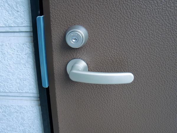 ワンデイ・リフォーム ~ 勝手口ドアの取替え完了です。_d0165368_634722.jpg