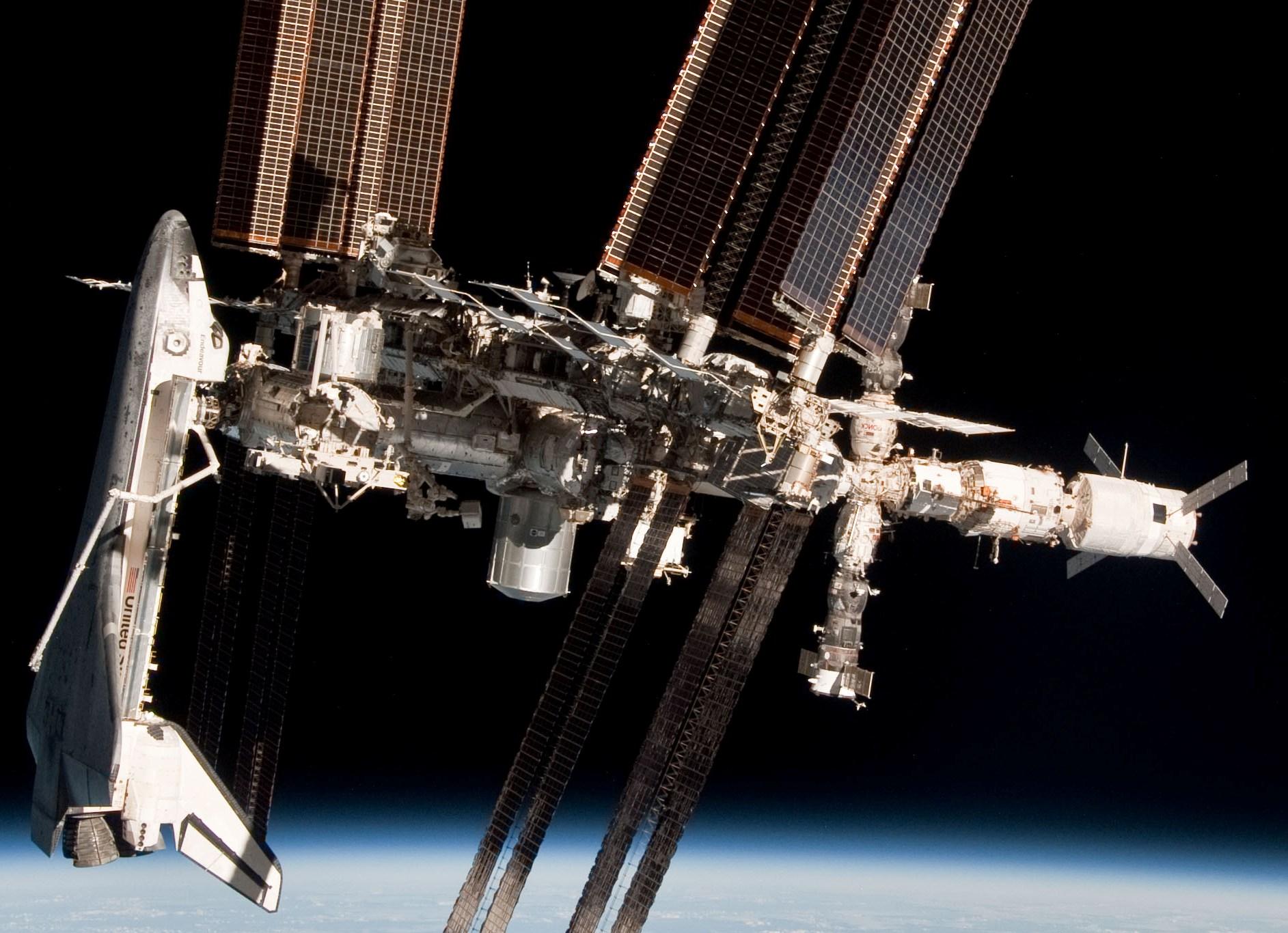 宇宙空間スペースシャトル