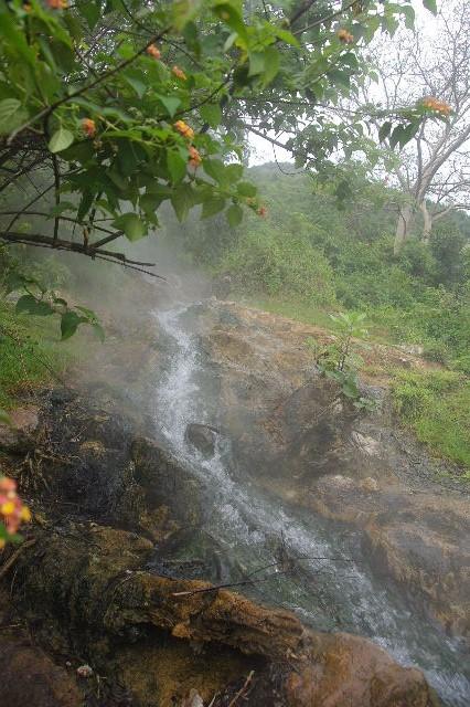 エチオピア(81) ウォンドゲネット温泉の源泉_c0011649_017506.jpg