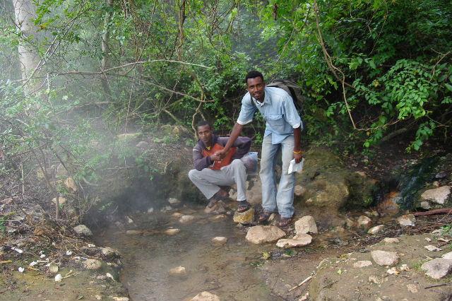 エチオピア(81) ウォンドゲネット温泉の源泉_c0011649_062245.jpg