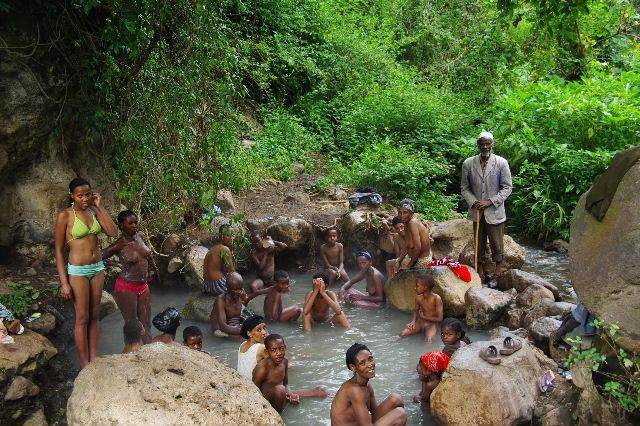 エチオピア(82) 地元の人々の朝の温泉浴風景_c0011649_1241793.jpg