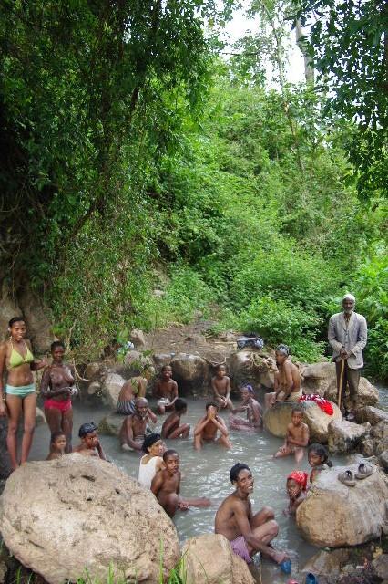 エチオピア(82) 地元の人々の朝の温泉浴風景_c0011649_1255344.jpg