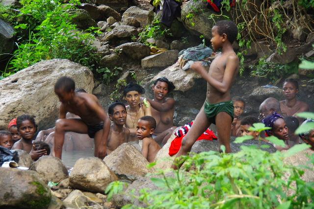 エチオピア(82) 地元の人々の朝の温泉浴風景_c0011649_1265179.jpg