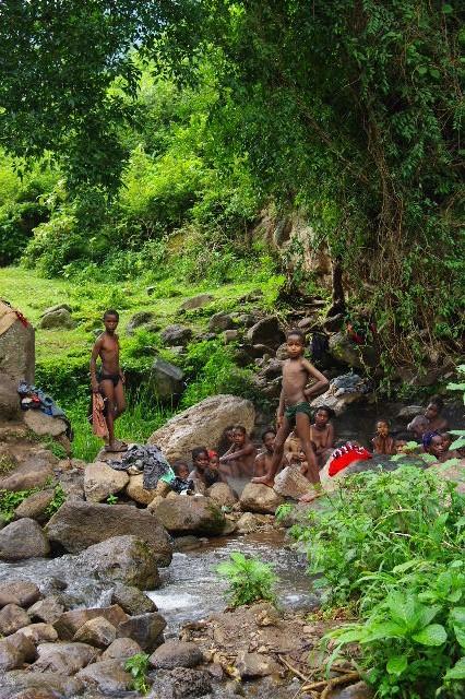 エチオピア(82) 地元の人々の朝の温泉浴風景_c0011649_128032.jpg