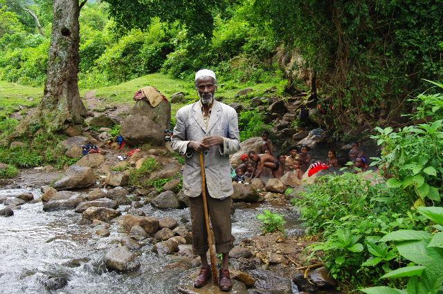 エチオピア(82) 地元の人々の朝の温泉浴風景_c0011649_1322327.jpg