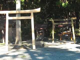 水神社の鳥居が新調されました。_b0123970_0122882.jpg