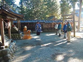 水神社の鳥居が新調されました。_b0123970_0403120.jpg