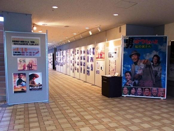 2011年6月10日(金):「懐かしの映画看板・ロケ風景写真展」スタート_e0062415_19291262.jpg